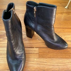 Schutz Cibby black leather booties size 9